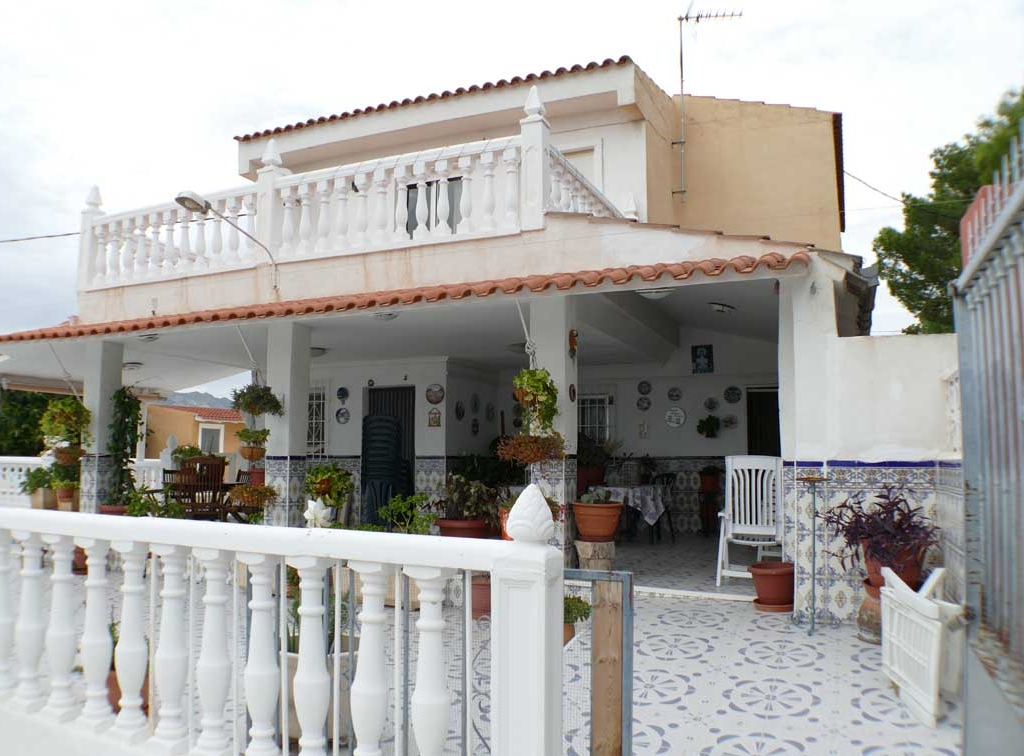 For sale: 4 bedroom finca in Albatera