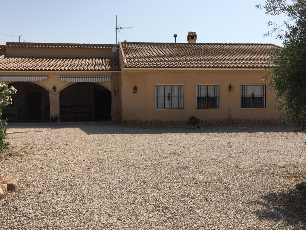 For sale: 4 bedroom finca in Fortuna