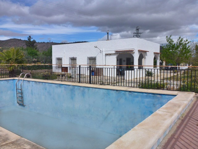 For sale: 4 bedroom finca in Hondón de las Nieves, Costa Blanca