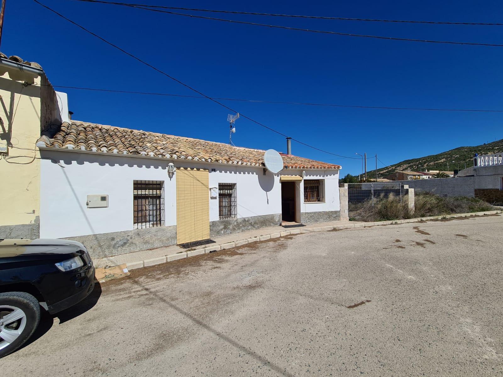 3 bedroom land for sale in Pinoso / El Pinós, Costa Blanca